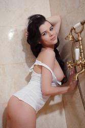 http://img134.imagevenue.com/loc438/th_618475753_MetArt_Sorente_Valeria_A_medium_0013_123_438lo.jpg