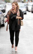 http://img134.imagevenue.com/loc463/th_469993401_Hilary_Duff_Leaving_Lunch_at_a_Restuarant6_122_463lo.jpg