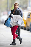 http://img134.imagevenue.com/loc544/th_890204258_Hayden_Panettiere_out_and_about_in_NYC3_122_544lo.jpg