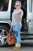 http://img134.imagevenue.com/loc560/th_423693712_Hilary_Duff_Shopping_in_Beberly_Hills13_122_560lo.jpg