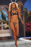 th_07576_fashiongallery_VSShow08_Show-167_122_565lo.jpg