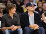 http://img134.imagevenue.com/loc617/th_65305_Zac_Efron_and_Leonardo_DiCaprio_6_Denver_Nuggets_CU_ISA_03_122_617lo.JPG